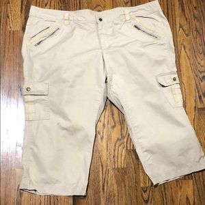 Old Navy Size 20 Low-Rise Cargo Capris